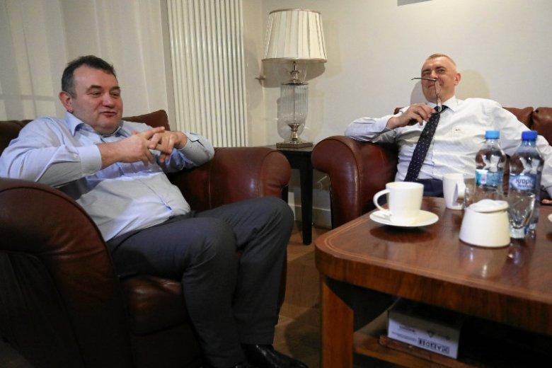 Stanislaw Gawłowski, poseł PO i jego obrońca mecenas Roman Giertych czekają w kancelarii na ewentualne zatrzymanie parlamentarzysty