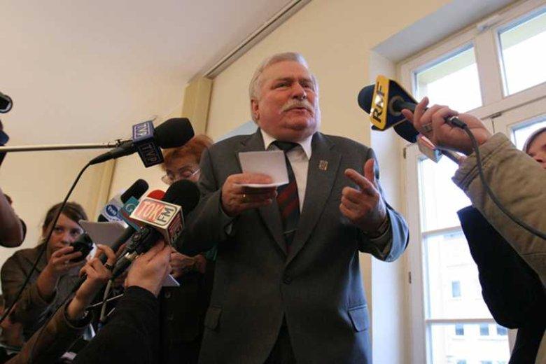 Lech Wałęsa będzie domagał siępieniędzy od Krzysztofa Wyszkowskiego. Na zdjęciu były prezydent podczas rozprawy w listopadzie 2007 roku.
