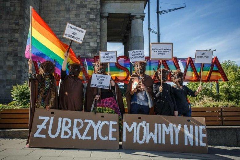 Członkowie i członkinie protestowały również przeciwko homofobii