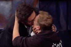 Kuba Wojewódzki pocałował Macieja Stuhra.
