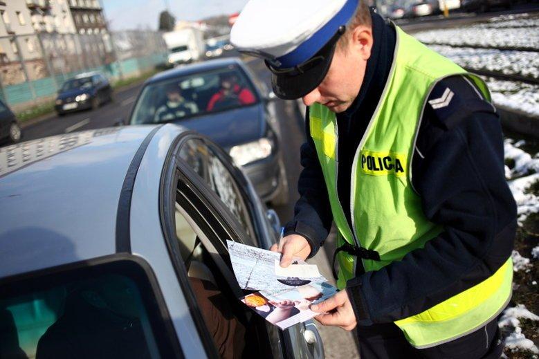Kierowca z Jasła regularnie donosi na innych uczestników ruchu. Internauci próbują go namierzyć, twierdzą, że prowokuje ich swoją jazdą. Zdjęcie poglądowe.
