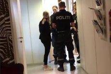 Internet obiegło nagranie, na którym widzimy jak norweska policja zmusza polskiego konsula Sławomira Kowalskiego do opuszczenia budynku.