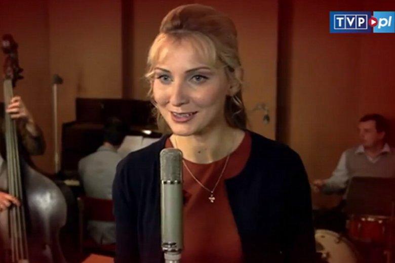 """Joanna Moro: """"Jestem Polką z Wilna"""". Młodzi ze Wschodu podbijają Polskę. Kadr z serialu Anna German."""