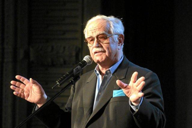 Jego Kabaret Pod Egidą działa od 1967 roku.
