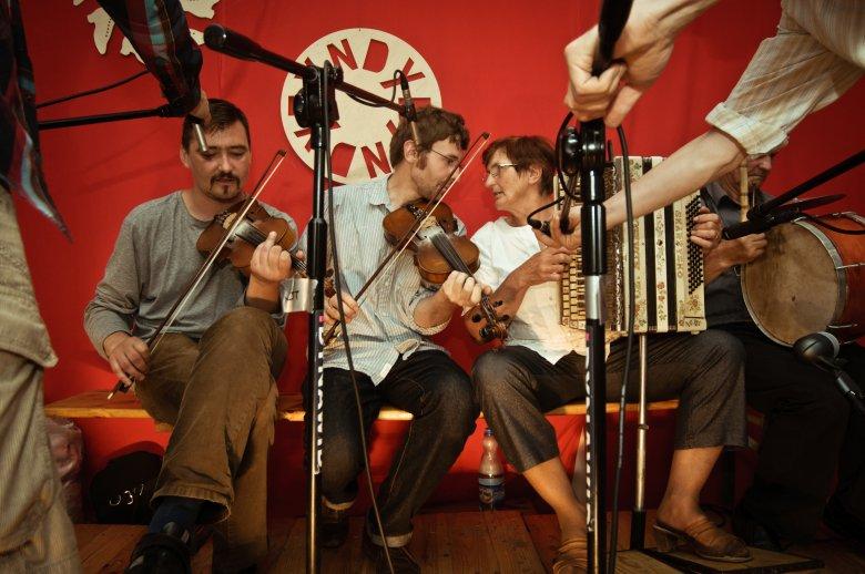 muzykanci w klubie Tyndyryndy