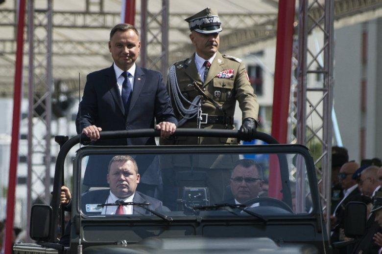 Andrzej Duda zadeklarował, że nie podpisze ustawy obniżającej emerytury wojskowym. Okazuje się jednak, że taki projekt jest w Sejmie.