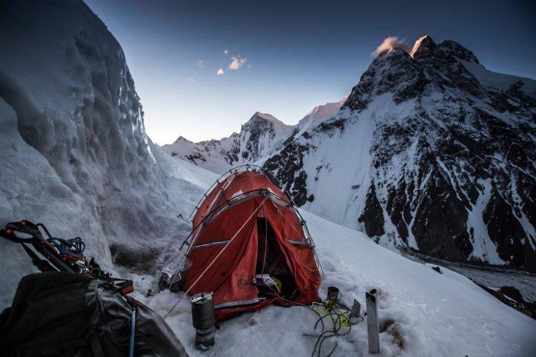 Polacy gotowi do wejścia na szczyt K2. To nie koniec wyczyny. Andrzej Bargiel zjedzie z niego na nartach.
