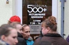 W Kowarach (woj. dolnośląskie) pobito rekord szybkości wypłat 500+ na pierwsze dziecko. Wczoraj minister Bożena Borys-Szopa informowała, że online wpłynęło 500 tys. wniosków o 500+.