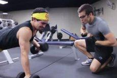 Nie bądź tym frajerem, czyli 9 rzeczy, których nie należy robić na siłowni