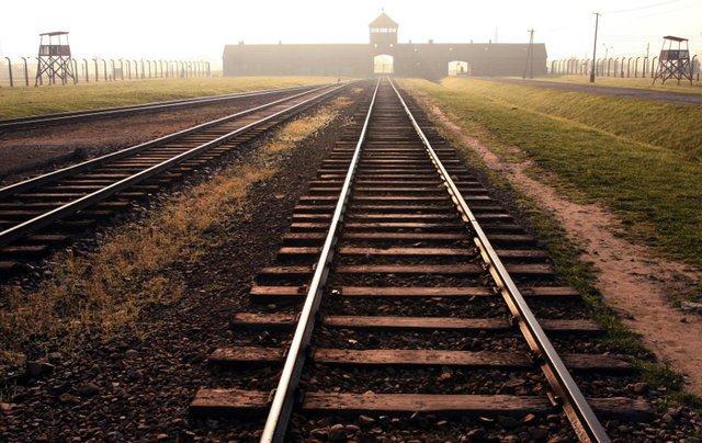 Rampa kolejowa przy Auschwitz II - Birkenau.