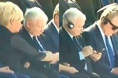 Jarosław Kaczyński nie umiał podłączyć słuchawek. Pomogła mu Julia Przyłębska