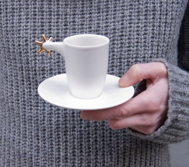 Porcelanowa filiżanka do espresso z ostrogą pomalowaną prawdziwym złotem