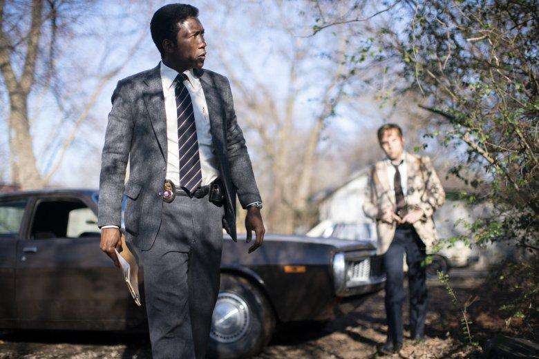 """3. sezon """"Detektywa"""" przenosi nas do Arkansas w hrabstwie Ozark. Niepokojąca atmosfera przywodzi na myśl ikoniczny pierwszy sezon serialu"""