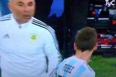 Na nagraniu Sampaoli wygląda, jakby sięwręcz bał Messiego.