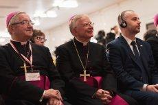 """Dziennikarz """"Gazety Wyborczej"""" Dariusz Gałązka został wyrzucony z konferencji z udziałem abp. Sławoja Leszka Głódźia i Marka Jędraszewskiego."""