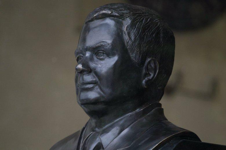 Władze Warszawy chcą zaskarżyć decyzję w sprawie lokalizacji pomnika Lecha Kaczyńskiego