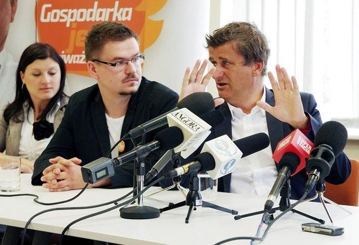 Konferencja prasowa w przeddzień wyborów parmalentarnych w 2011 roku