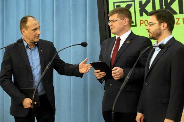 Kukiz '15 się sypie? Wiele na to wskazuje. Na zdjęciu Paweł Kukiz, Tomasz Rzymkowski z Ruchu Narodowego i wicemarszałek Sejmu Stanisław Tyszka.