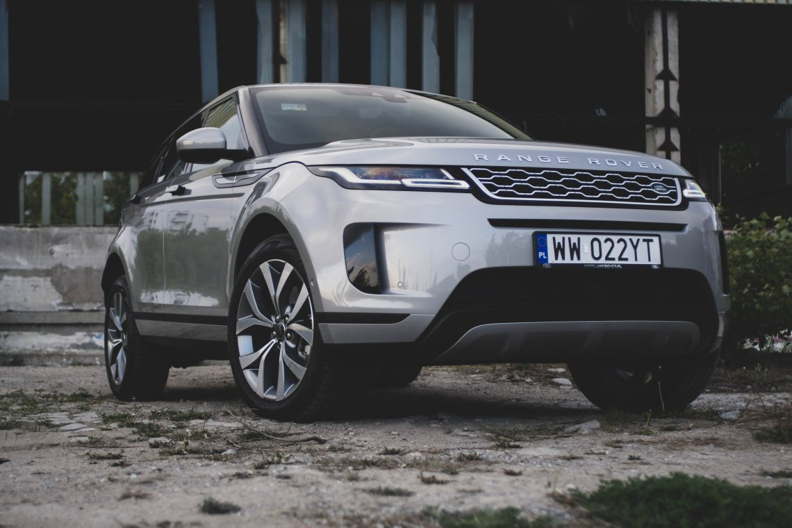 Nowy Range Rover Evoque nie rozrósł się względem poprzednika, ale i tak robi wrażenie.