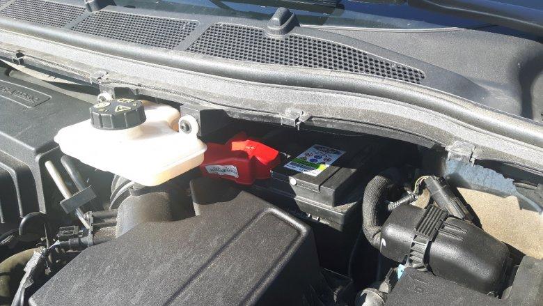 Wymiana akumulatora schowane głęboko pod szybą nie będzie łatwa.