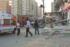 Pod szpitalem w Kiziltepe panuje chaos i panika.