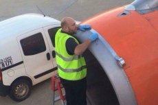 Dość przerażające zdjęcie od lat straszy w internecie. Czy samoloty faktycznie naprawia się szarą taśmą?