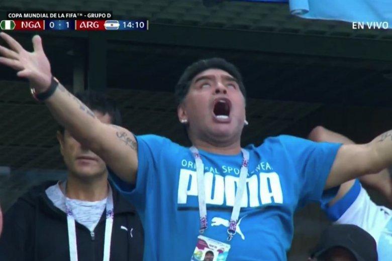 Diego Maradona w euforii po bramce Lionela Messiego.