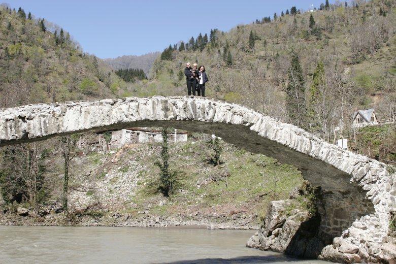 Most królowej Tamary. Jeden z dwunastu zachowanych w Adżarii.