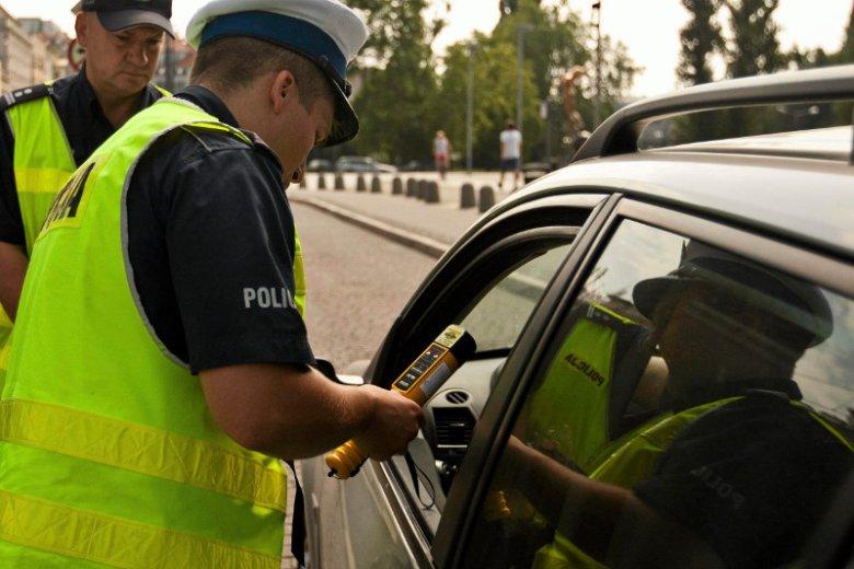 Wbrew powszechnej opinii kierowcy od 4 czerwca wciąż muszą mieć przy sobie dowód rejestracyjny i ubezpiecznie.