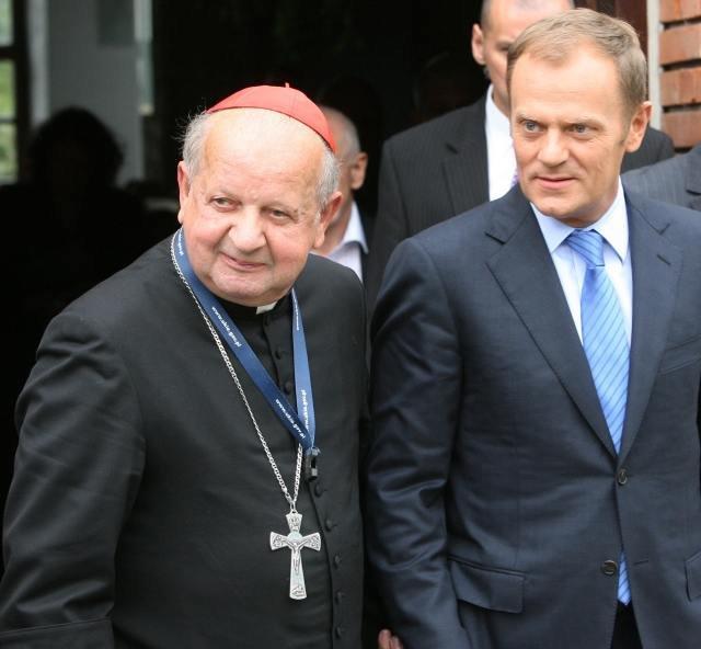 Premier z Kardynałem ręka w rękę - to już przeszłość?