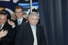 Jarosław Kaczyński w chwili triumfu, gdy PiS wygrywało wybory przed siedmioma laty. Ta historia się wkrótce powtórzy?