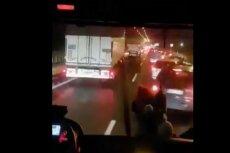 Kierowcy na autostradzie A2 zachowali się w skandaliczny sposób wobec jadącej na sygnale straży pożarnej.