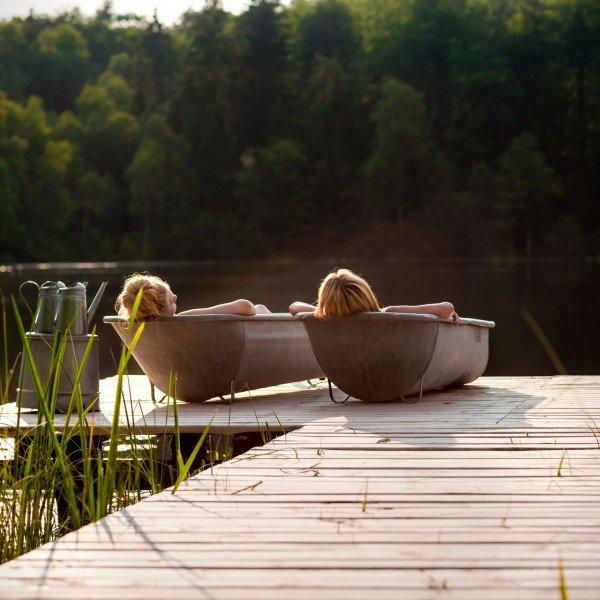 Zamiast tradycyjnego spa, białych kafelków i sterylnych pomieszczeń plener: przestrzeń, błękit nieba, szum wiatru, zapach trawy.
