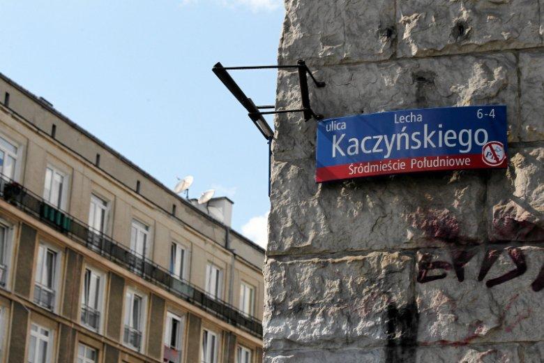 Ulica Lecha Kaczyńskiego zniknie z Warszawy. W internecie już jej nie ma.
