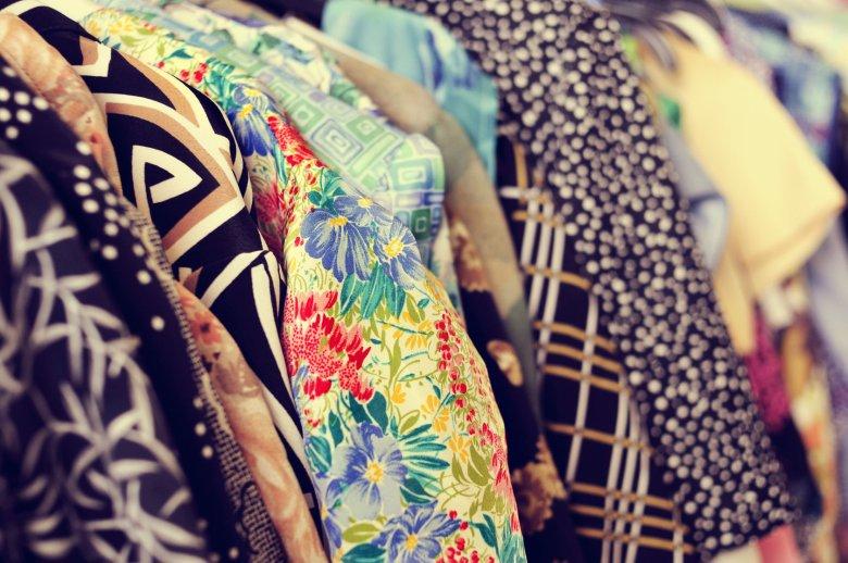 Kupowanie używanych ubrań ze wstydliwej konieczności stało się powodem do dumy.