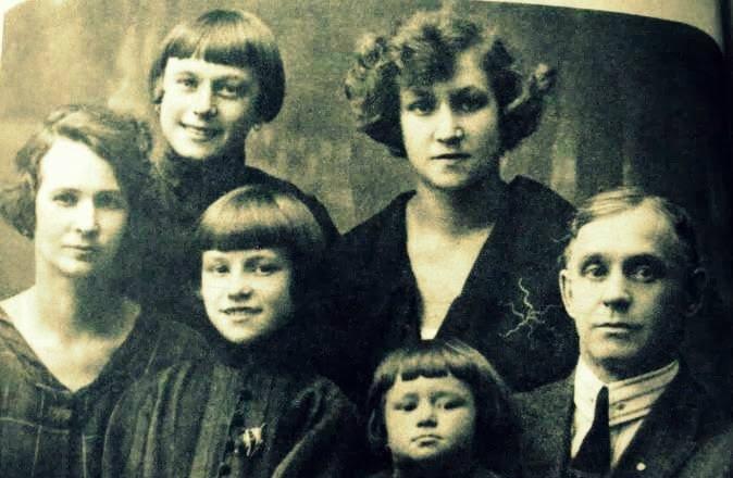 Rodzina Halamów – zdjęcie do dokumentów repatriacyjnych wykonane około 1921 roku.