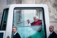 """Benedykt XVI zrezygnował z powodu """"gejowskiej afery"""" w Watykanie? Stolica Apostolska zaprzecza tym doniesieniom, ale fakty działają na niekorzyść Kościoła"""