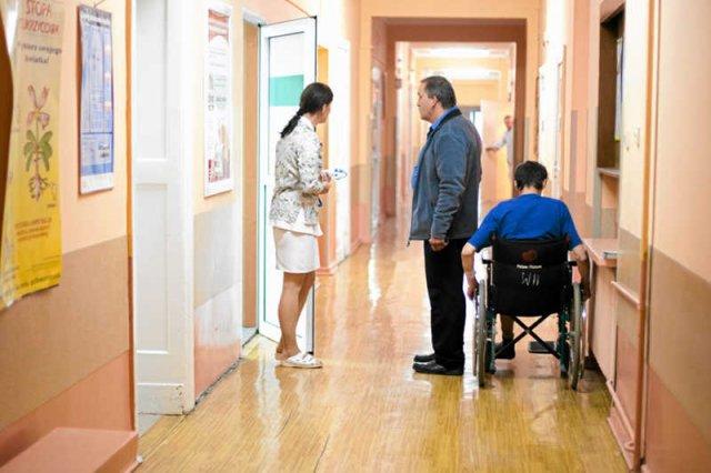 Pacjenci przygotowali poradnik przetrwania w polskiej służbie zdrowia. Zasada nr 1: Nie bądź uprzejmy, kłóć się o swoje.