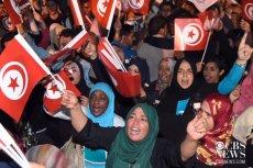 """Tunezja miała być przykładem """"success story"""". Zamach w Tunisie pokazuje, że jest raczej wylęgarnią terrorystów."""