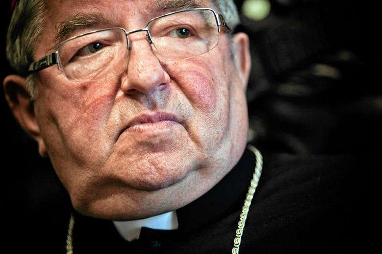 """To abp Sławoj Leszek Głódź powinien wydać zgodę na sprzedaż gruntów wrocławskiej parafii – wynika z informacji """"Wyborczej""""."""