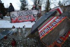"""Dzień Pamięci """"Żołnierzy Wyklętych"""" jest silnie propagowany przez ruchy i organizacje narodowe w Polsce."""