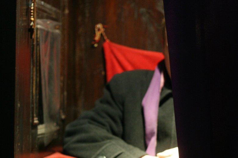 Ks. Roman Kramek zgwałcił 17-latkę. Był kryty przez kler.