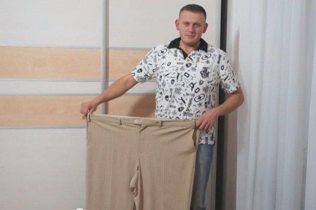 Bartek Zembrzuski schudł 90 kg. Pokazywanie spodni po metamorfozie u Konrada Gacy to już tradycja.