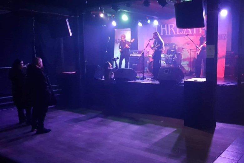 Na koncerty Threatin nie przyszli fani, ale zwykle znajomi supportujących kapel lub pracownicy klubów