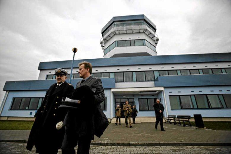 Komisja Europejska chce, by lotnisko w Gdyni (na zdjęciu wieża kontroli lotów) zwróciło 22 mln euro pomocy publicznej.