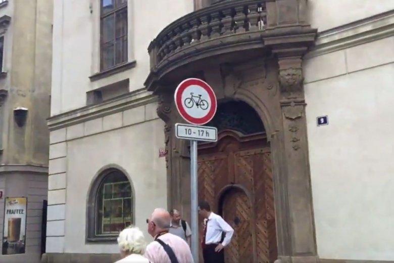 W centrum Pragi wprowadzany jest zakaz jazdy na rowerze