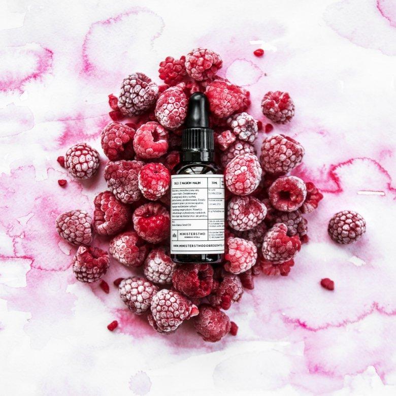 Zimnotłoczony olej z pestek malin znakomicie chroni przed promieniowaniem UV, nadaje się też do olejowania wysokoporowatych włosów.