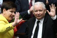 Prawicowi publicyści nie mogą przeboleć dymisji Beaty Szydło.