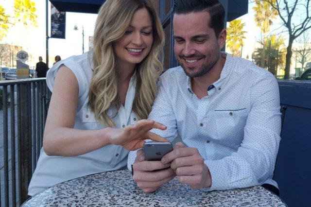 Do telefonowania, wysyłania wiadomości, słuchania muzyki i oczywiście oglądania filmów. Bez smartfonu dziś ani rusz