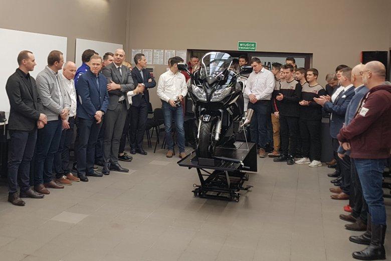 W Warszawie powstała klasa Yamahy. Samochodówka na Stawkach to czwarta w Polsce szkoła, gdzie są szkoleni przyszli mechanicy motocykli Yamaha.